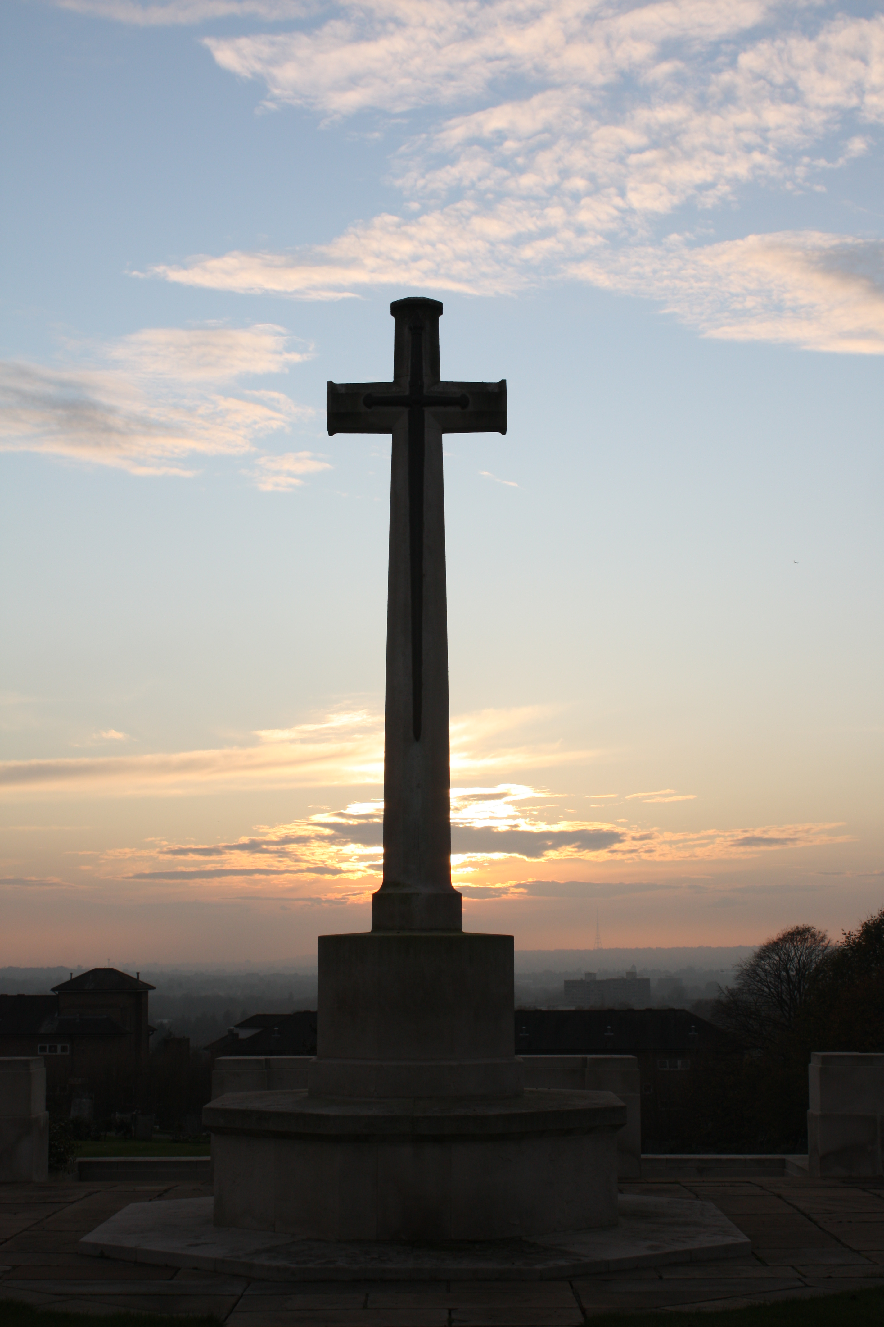 Approaching sunset at the memorial at Heroes' Corner, Greenwich Cemetery