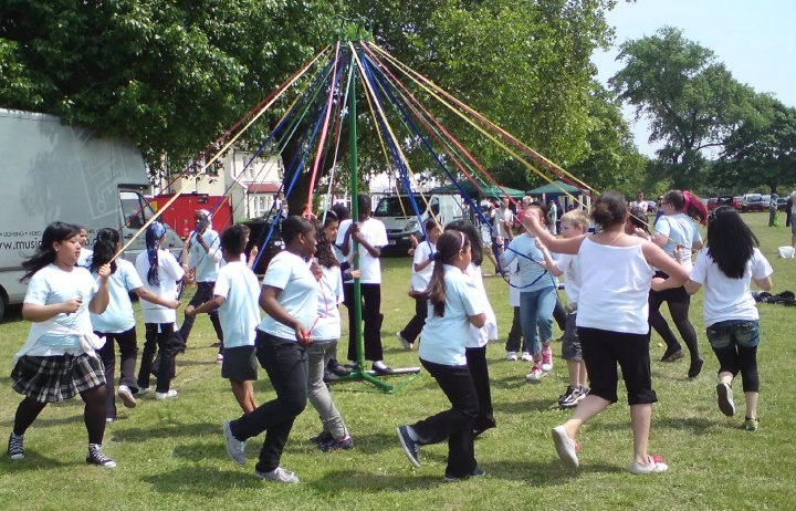 Conway School Maypole Dancers from the Plumstead Makes Merry website