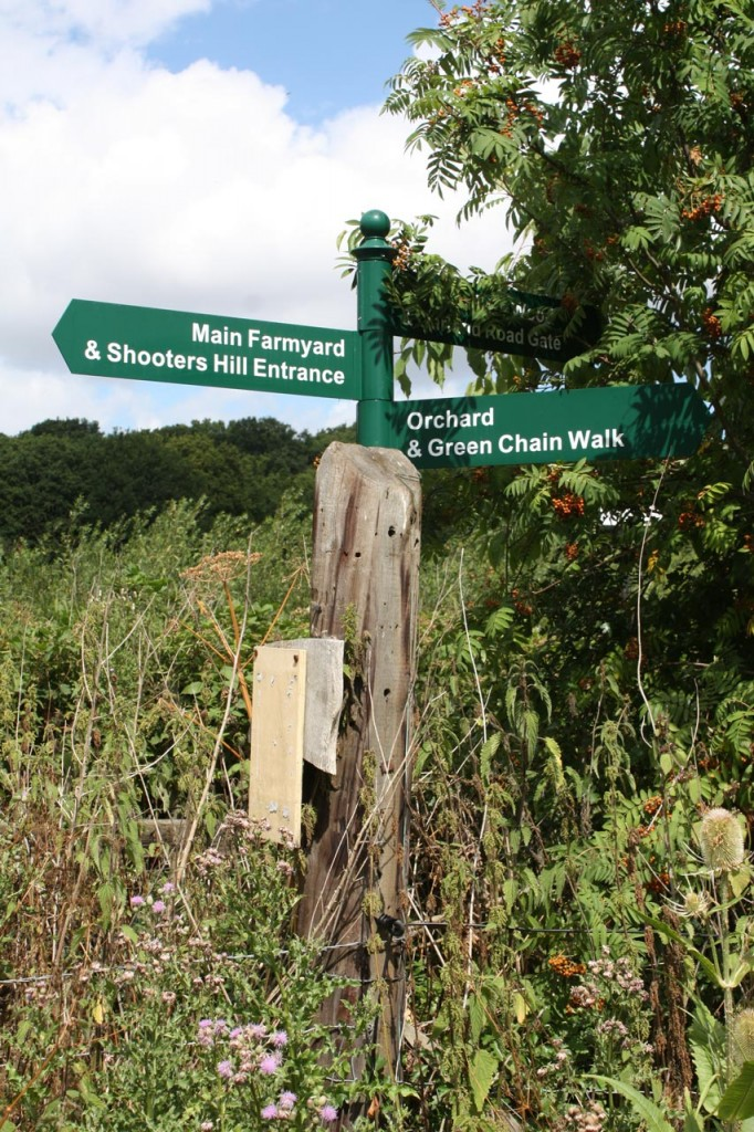 Green Chain Walk signpost in Woodlands Farm