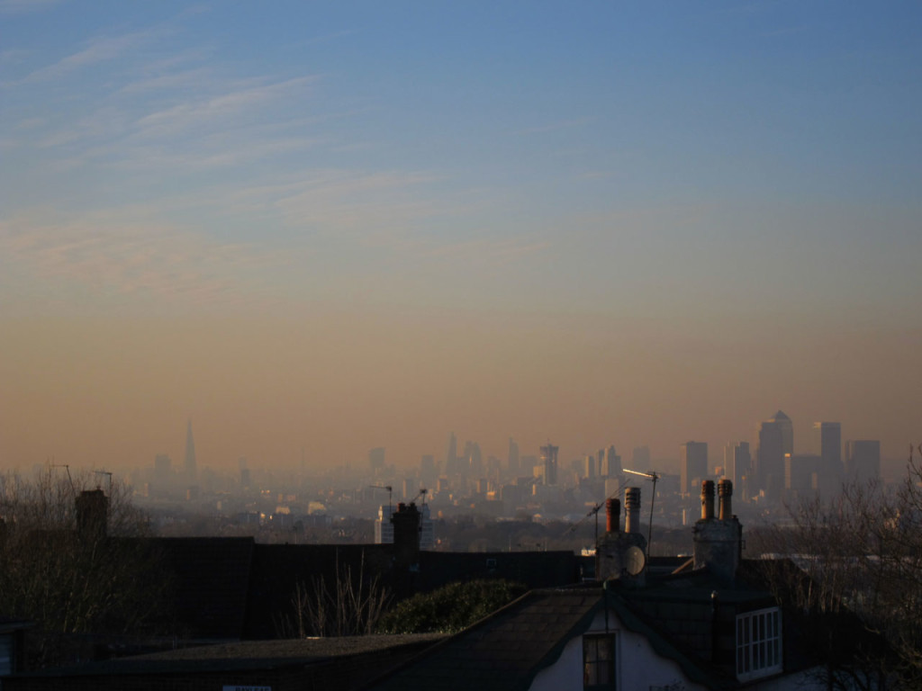 Orange fug over London at time of high air pollution